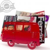 Vos revues rangées dans ce van pour une déco vintage #metz #lorraine #metzmetropole #van #instavan #voyage #vintage #rouge #noir #